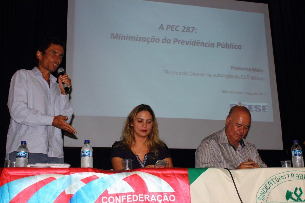 Frederico Melo disse que PEC 287 aumenta pobreza e desigualdade social [Foto: Wir Caetano/Sindmon-Metal]
